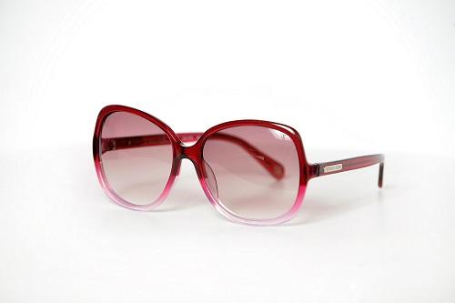 ויקטוריה סיקרט משקפי שמש מסגרת אדומה 564.90 שח צילום תמר מצפי (2)