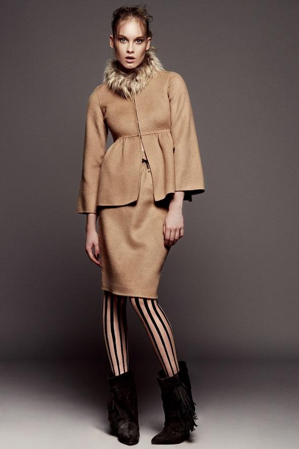 ז'קט וחצאית - קרולינה הררה/גרבונים – וולפורד/נעליים - H&M