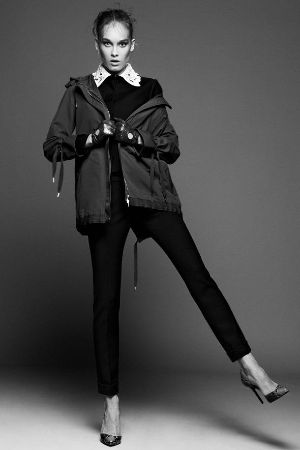 מעיל - רד ולנטינו - פקטורי 54/ז׳קט - ולנטינו – אניגמה/מכנסיים - מוסקינו – אניגמה/נעליים – זארה/כפפות - H&M