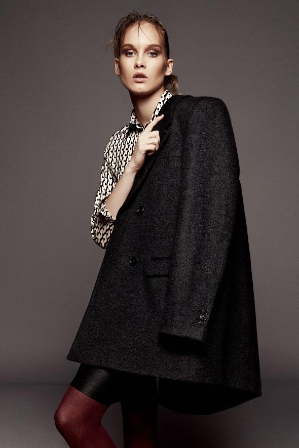 זקט - H&M/חצאית – מנוש/חולצה – זארה/גרבונים – וולפורד