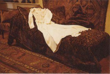 שמלת הכלה של סופי קאל על ספתו האנליטית של פרויד