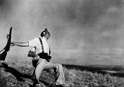 התמונה המפורסמת של רוברט קאפה משנת- 1936 . הילוך איטי של הריגה.