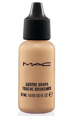 נוזל עמיד במים המעניק שטיפת גוון שקופה לעור בעל גימור זוהר/MAC/מחיר: 120 ₪/להשיג ברשת החנויות ובאתר האינטרנט