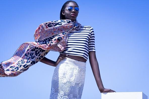 חולצה ומשקפי שמש H&M/ חצאית קאלה/ צעיף לואי ויטון
