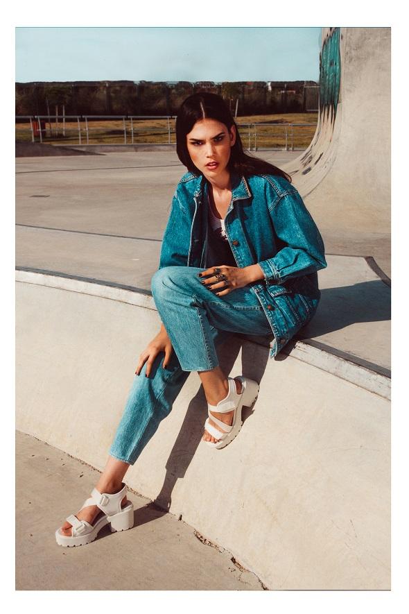 ג'קט ומכנסיים: ליוויס/ חולצה: פוראבר 21/ נעליים: אינסייד אאוט