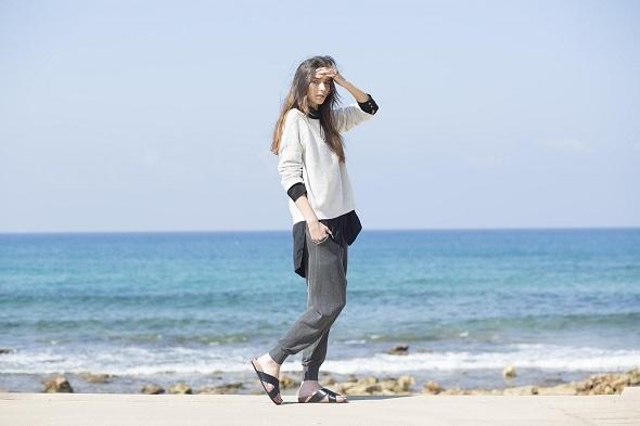 חולצה מכופתרת שחורה- Adika man/ סריג מעל- ליוויס/ מכנסיים- דיזל / נעליים- H&M