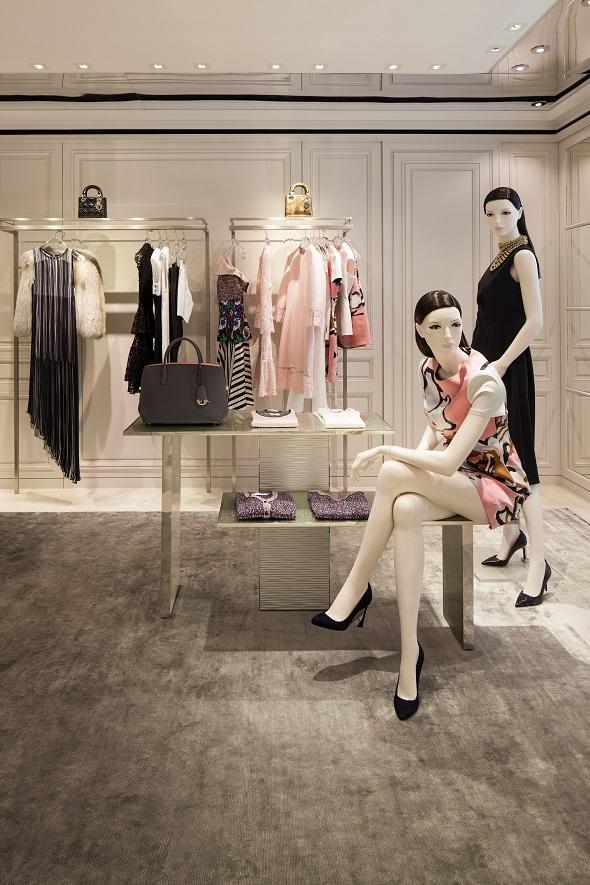 חנות כיכר המדינה תל אביב Dior צילום-עמית גירון (9)