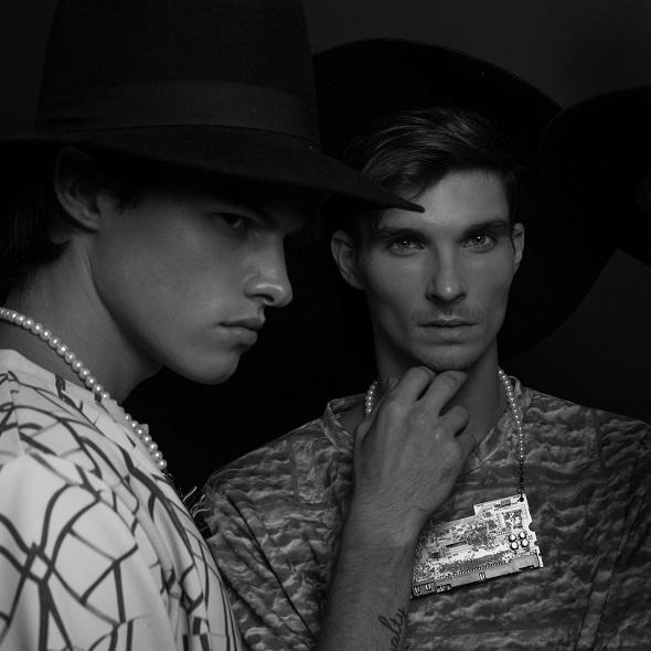 חולצות אלירן נרגסי / שרשראות תומר רומן דאונוב / כובעים אוסף פרטי