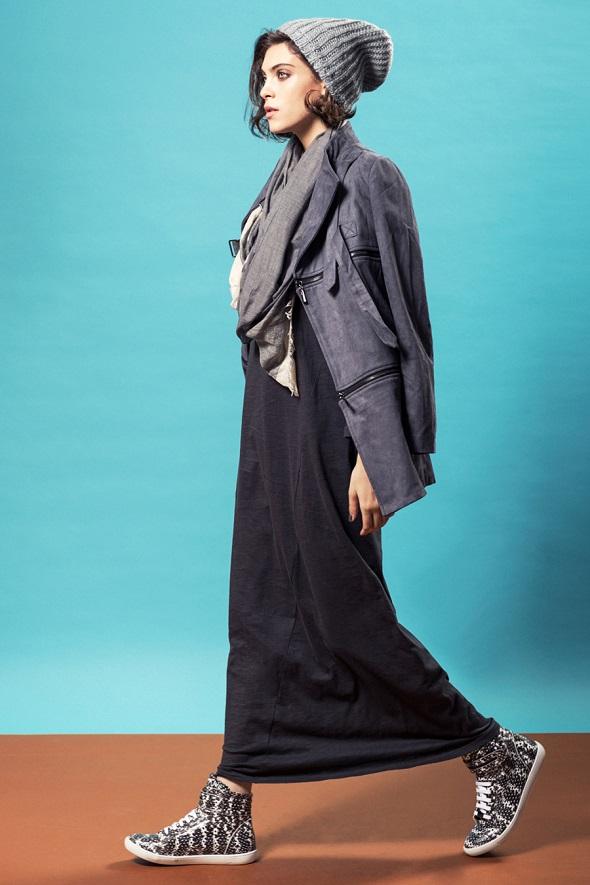 בוטיק  mia wallace  שמלת מקסי אפורה 229שח מעיל זיפרים אפור 869 שח צעיף גדול 149 שח צילום גלעד בר שלו