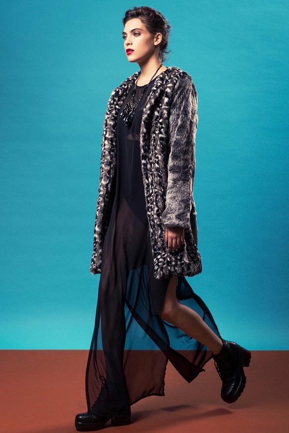 בוטיק mia wallace שמלת מקסי שיפון שחורה 379 מעיל דמוי פרווה אפור 599 שח  צילום גלעד בר שלו