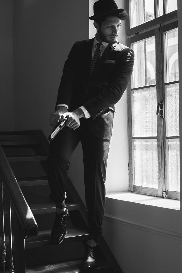 חליפה בגיר/ חולצה סליו/ גרביים ונעליים קסטרומן /עניבה טופ טן/ כובע פוראבר 21