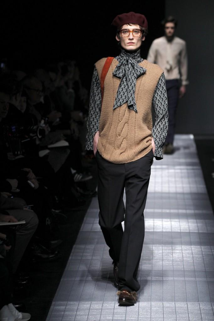 מראה אנדרוגני בתצוגת הגברים של גוצ'י לחורף 15-16.