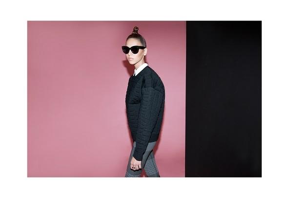 מכופתרת לבנה- מנגו / סווטשר וטייץ- אלכסנדר וונג לh&m / משקפיים- סלין למשקפשים בשינקין