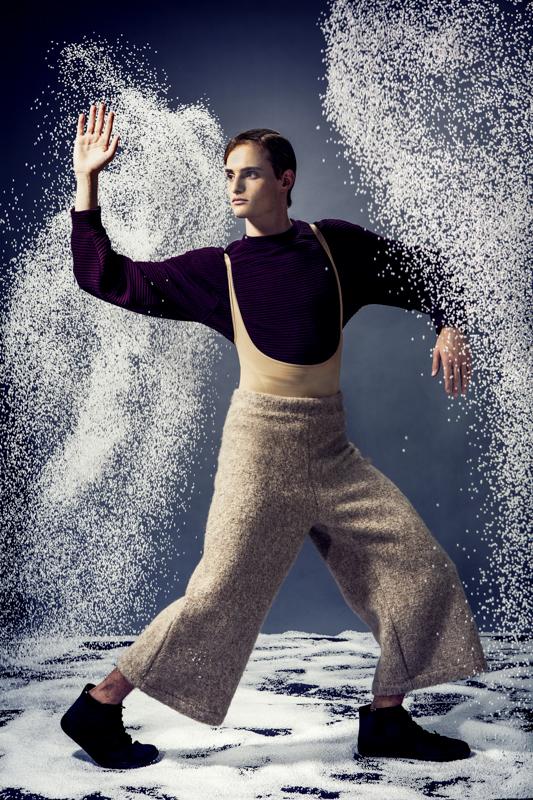 """סוודר ומכנסיים H&M / נעליים קמפר ל""""אוריג'ינלס"""""""