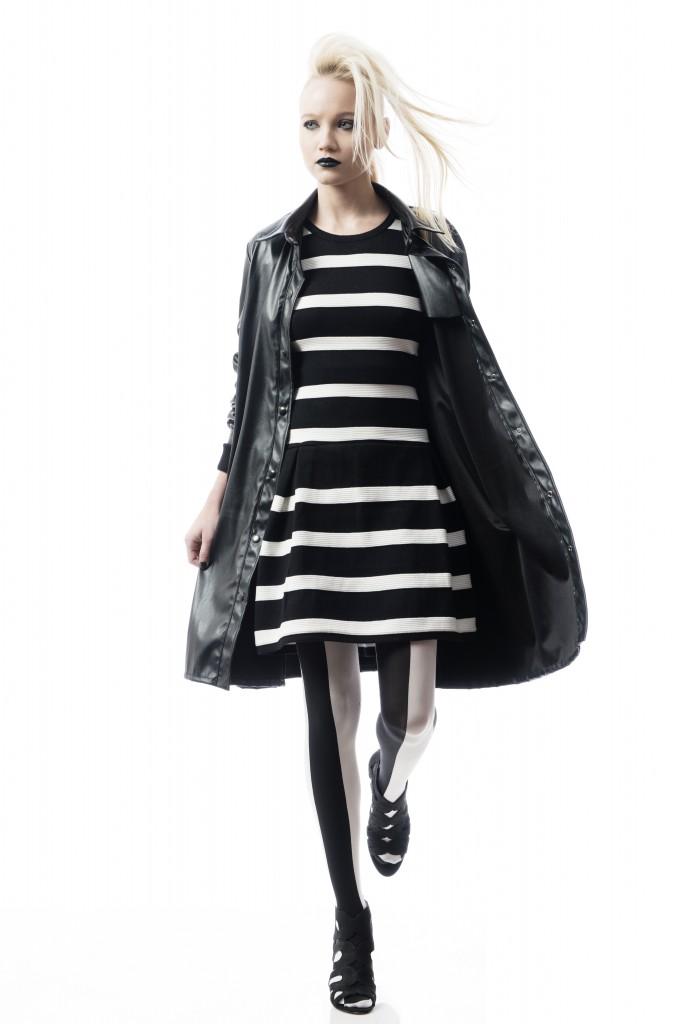 שמלה אמה / מעיל MIA WALLACE / גרביונים זוהרה / נעליים ניין ווסט