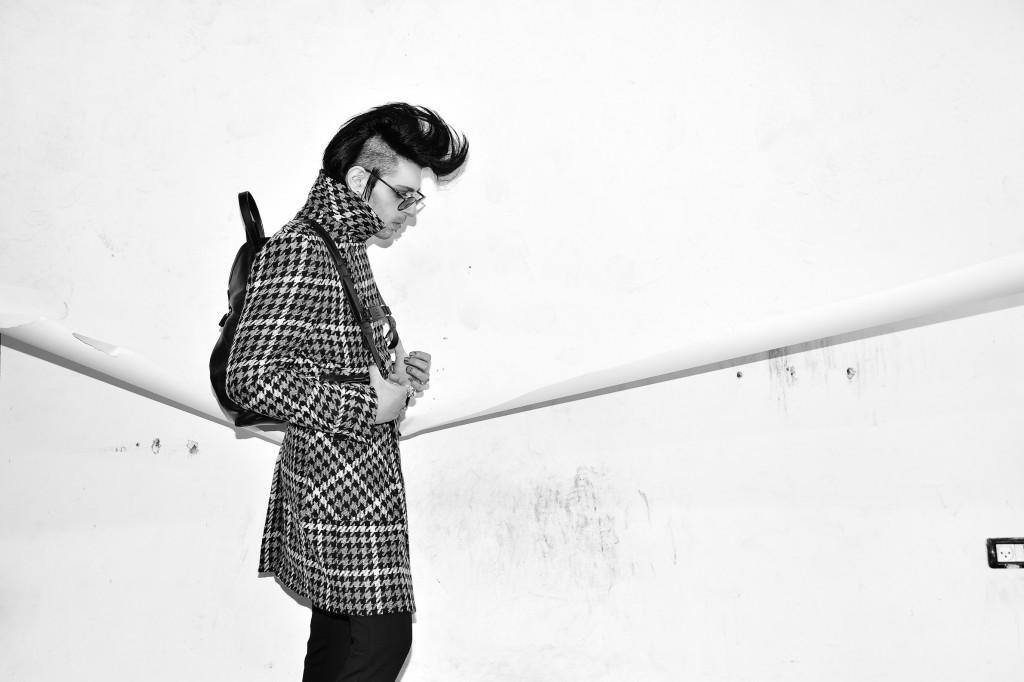 מעיל רנואר / חליפה זארה / תיק גב ג'וצי / משקפיים פרסול / טבעות ה.שטרן