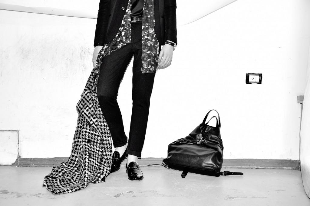 מעיל: רנואר / חליפה וסריג גלוף: זארה / חולצה מכופתרת: קסטרומן / נעליים, חגורה ותיק גב: GUCCI / צעיף: פול סמית לפקטורי 54  / שעון וטבעות: ה.שטרן