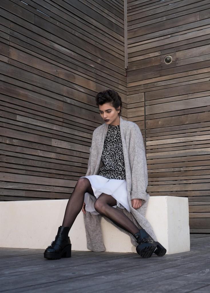 סריג, קרדיגן, חצאית: H&M/ נעליים: טופ שופ