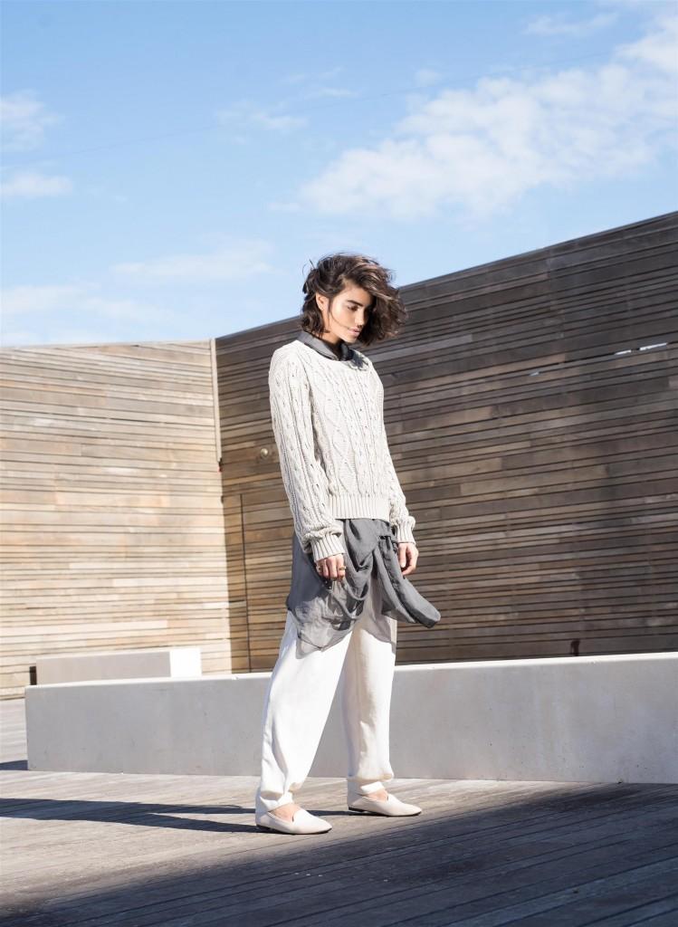חולצת שיפון וסריג:  אי –קו בוטיק סלון/ מכנסיים: זארה/ נעליים: טוונטיפורסבן