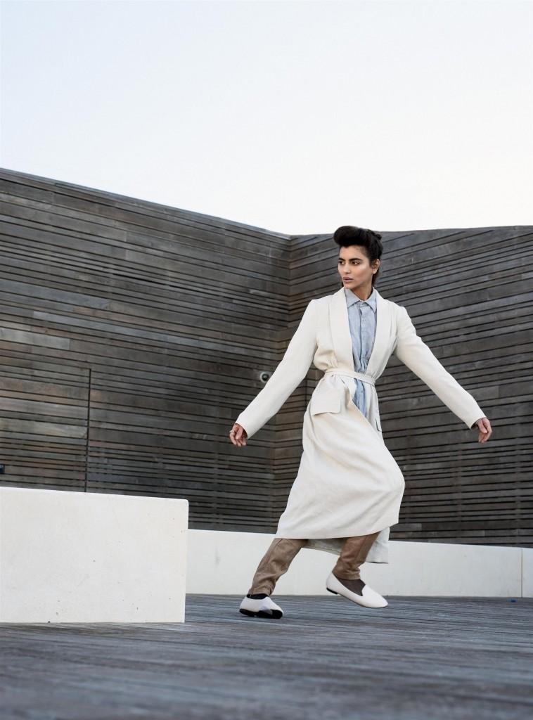 חולצה מכופתרת: אמריקן אפרל/ מעיל: H&M, מכנסיים: זארה, נעליים: טוונטיפורסבן