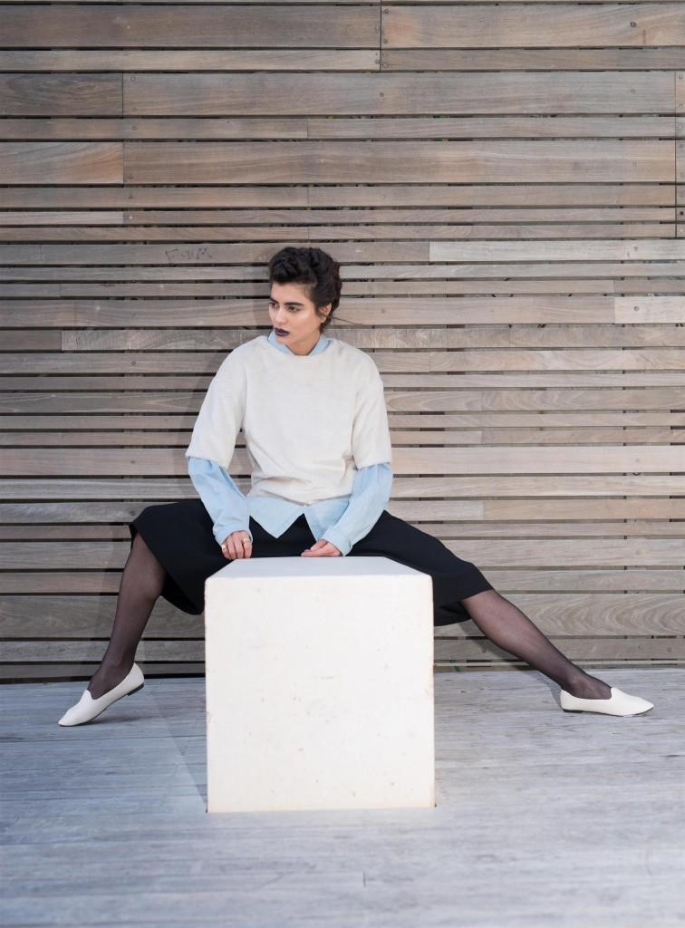 חולצה מכופתרת: אמריקן אפרל/ חולצה: H&M/ מכנסיים: טופ שופ, נעליים: טוונטיפורסבן