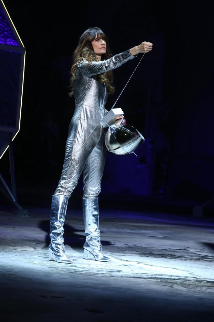 קרולין דה מגרה שולטת במסלול החלל /צילום: יח''צ חו''ל