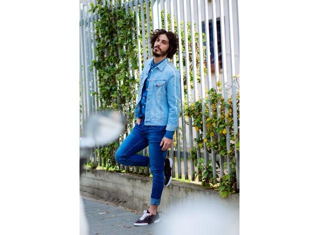 ג'קט  וחולצה מכופתרת: Lee/ ג'ינס: רנגלר/ נעליים: זארה