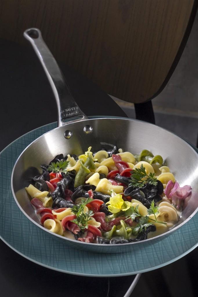 שגב קיטשן גארדן_פסטה טרייה מוקפצת עם שמן זית, שום, צ'ילי וצמחי תבלין מהגינה_צילום- אנטולי מיכאלו (Custom)