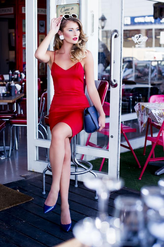 שמלה לילמיסט/ תיק ומשקפי שמש טופ טן/ עגילים דורית שדה/ נעליים אלדו