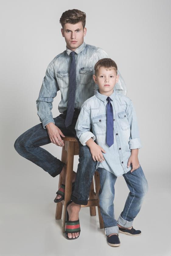 דוגמן (ג'יימס): חולצה – דיזל/ ג'ינס – ריפליי/ עניבה – פולגת/ כפכפים - גוצ'י, ה' באייר 26. ילד (איליה): חולצה מכופתרת - טומי הילפיגר/ ג'ינס - גוצ'י, ה' באייר 26/ עניבה – קדס/ נעליים – H&M