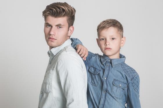 דוגמן (ג'יימס): חולצה - ג'י סטאר/ ילד (איליה): חולצה - גוצ'י, ה' באייר 26