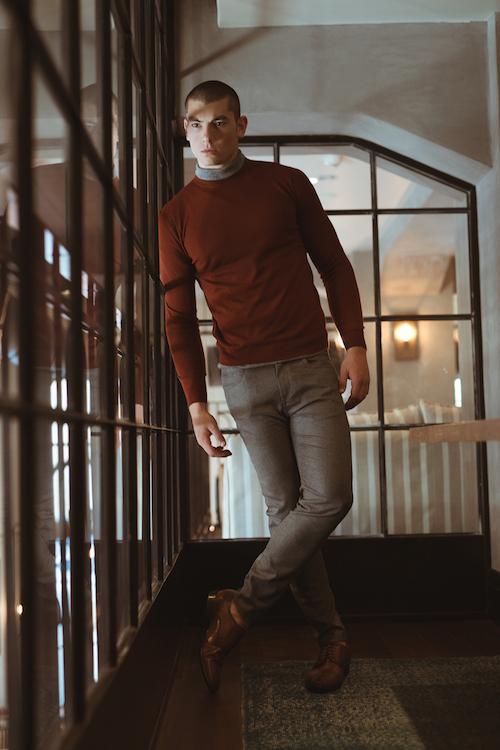 סריג כתום וגולף אפור מנגו |מכנסיים זארה | נעליים- סטיב מאדן