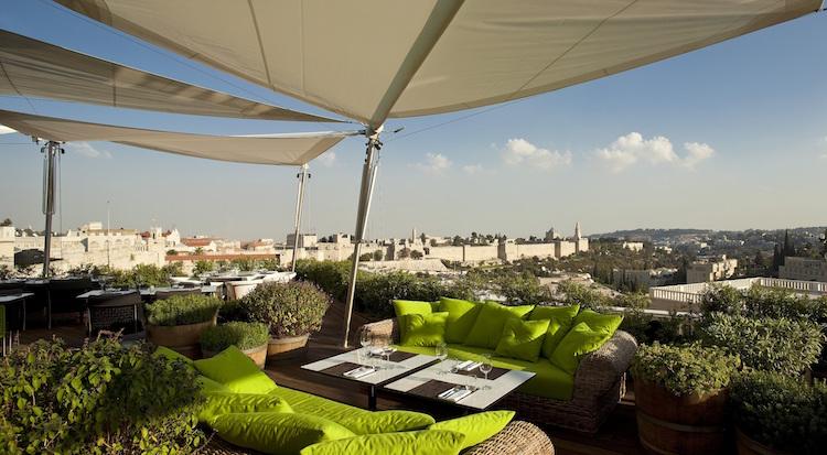על גג העולם: שלומי לנטר אזולאי פותח את החורף על גג מלון ממילא בירושלים