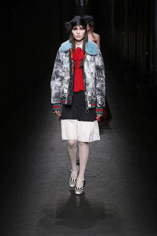 מותר גם לחלום   ג'וצי מתוך קולקציית המסלול שהוצגה בשבוע האופנה בלונדון