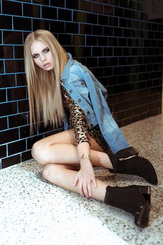 ג'קט ג'ינס- סקנד | שמלת פייאטים- טופשופ | מגפון- ספרינג | צמיד- INK MADE WITH LOVE