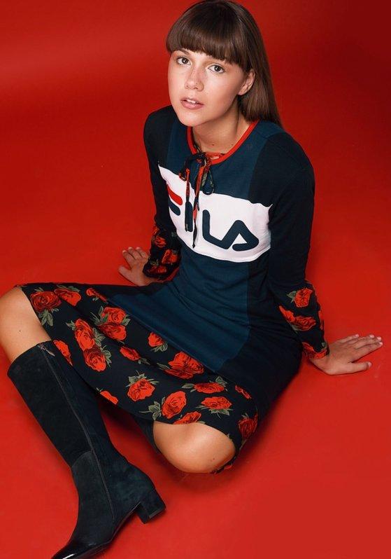 שמלה פרחונית טופ שופ  שמלה עליונה פילה וינטג׳ לפקטורי 54   נעליים דניאלה להבי