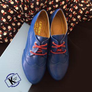 נעלים כחולות