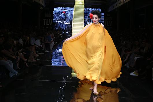 השחקנית רונית אלקבץ ז''ל בערב הפתיחה בשבוע האופנה הקודם | צילום: אבי ולדמן
