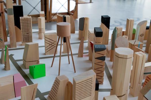 סוציוקטורה - דגם תלת מימד של האמן אוהד בנית בתערוכה הדשא של השכן   צילום: אורלי פלד