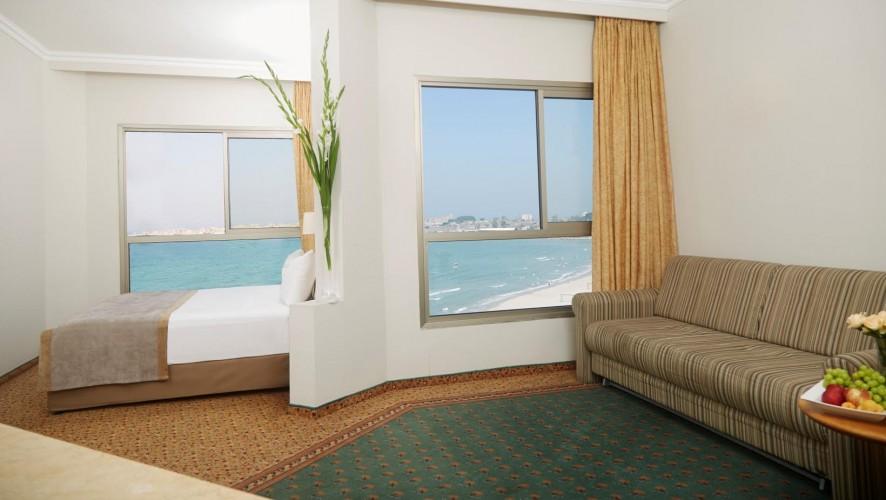 בתוך החדר האינטימי שלי |  מלון רימונים חוף התמרים עכו | צילום: רמי סולומון