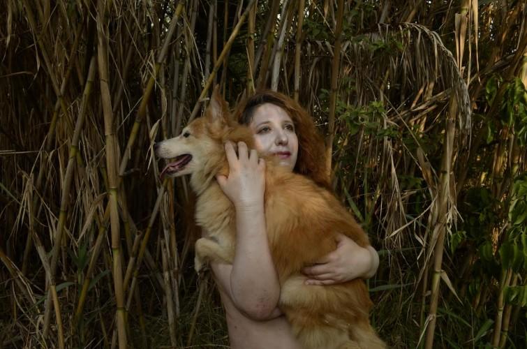 'המשוררת וכלבתה' | מתוך פרויקט שנעשה  בעקבות הספר עם הצלמת לנה ברגר