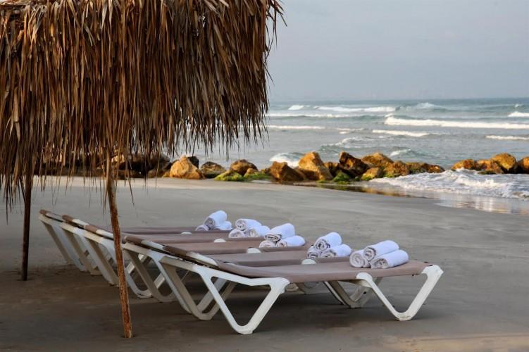 כמו באמריקה   מלון רימונים חוף התמרים עכו   צילום: רמי סולומון
