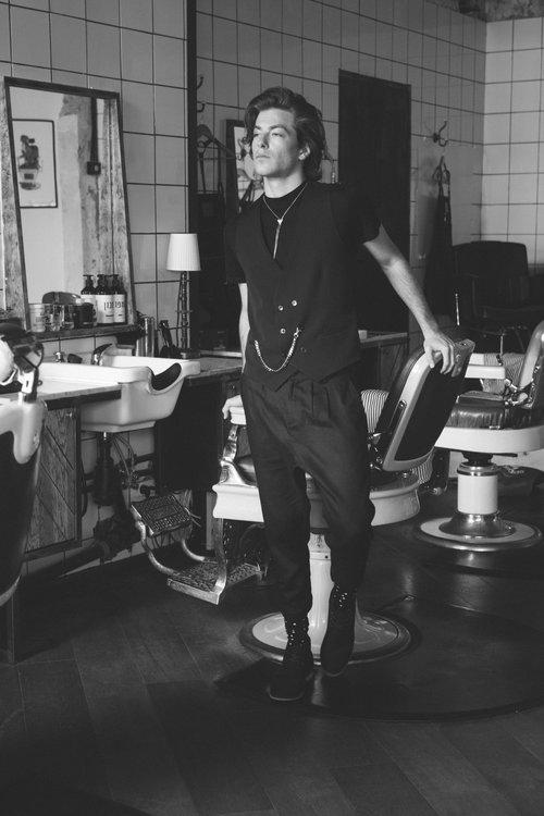 קולקציה שנעה בין מסורת של חייטות גברית לצלליות בניחוח מרד נעורים  קולקציית קפולה של איתי בצלאלי לרנואר   צילום: אלעד חיזקי