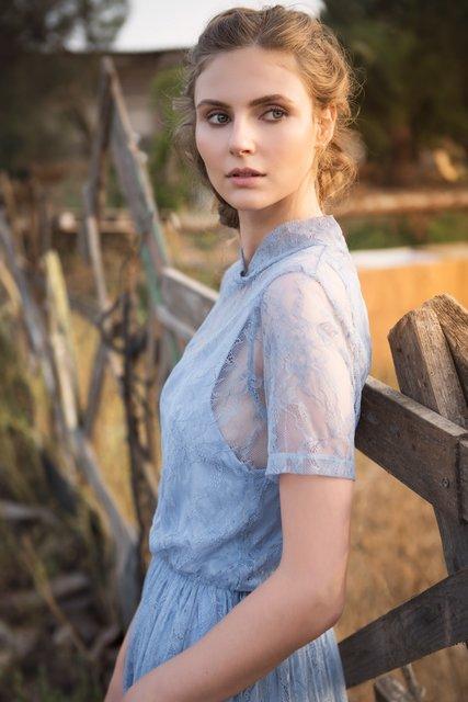 שמלה דורין פרנקפורט |  עגילים פוראבר 21