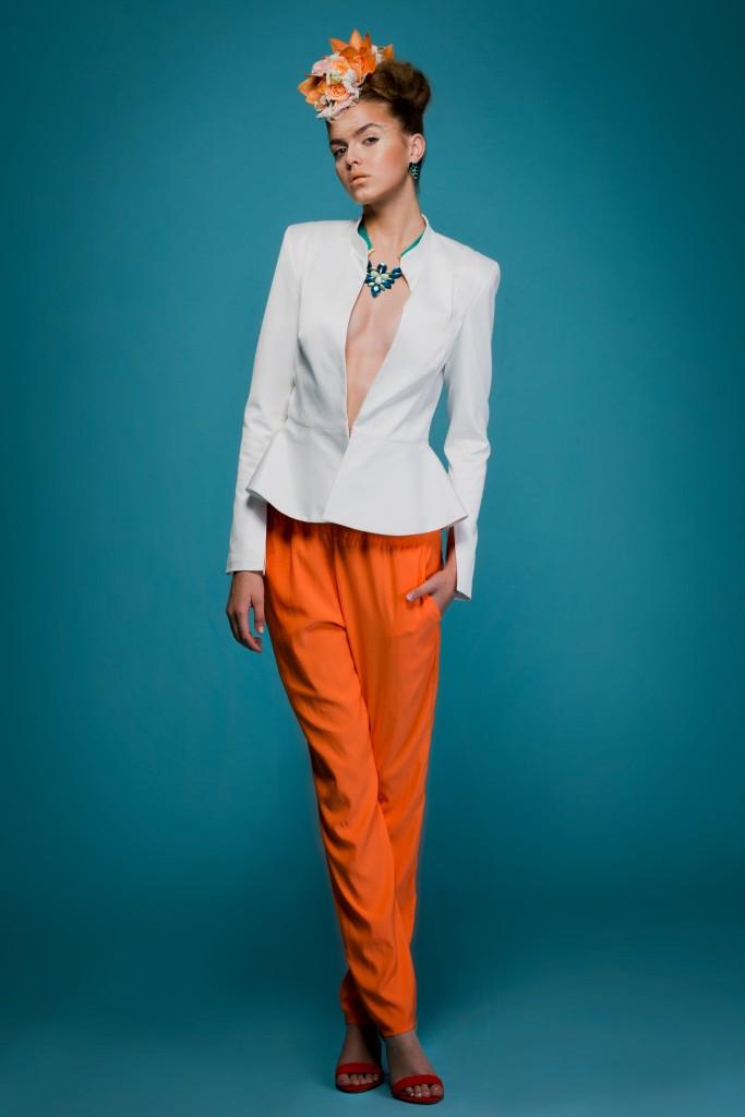ז׳קט: ים אגודייב מכנסיים: אליאנה לגילדת המעצבים עגילים: Petite Delights שרשרת: La Flaca Loca נעליים: TO GO