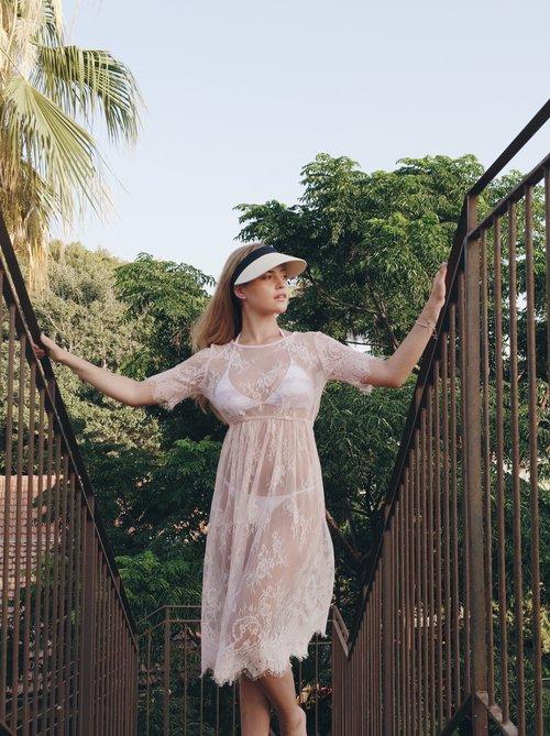 גם אנחנו היינו מתחתנים עם שמלה כזו | אתר SHINY & LOVERS | צילום: מתוך האתר