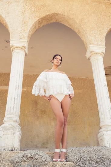 חולצה GALITA | בגד גוף אוסף פרטי | נעלייםNINE WEST | עגיליםZARA | טבעת מגנוליה