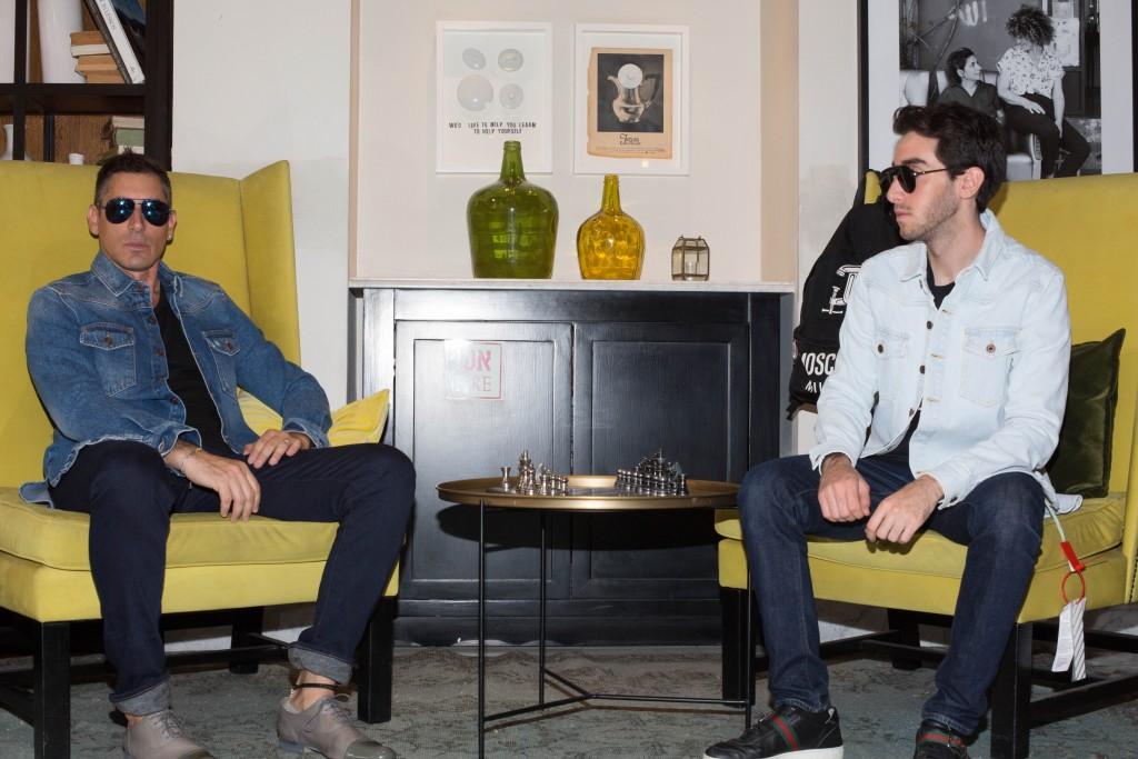 אור: חולצה OFF/WHITE For Factory 54 משקפיים DIOR - EYE SOCIAETY ג'ינס: LEVI'S נעליים: GUCCI שחר  חולצה:  OFF/WHITE For Factory 54 משקפיים: DIOR - EYE SOCIAETY ג'ינס: UNIQLO נעליים Kenneth Cole