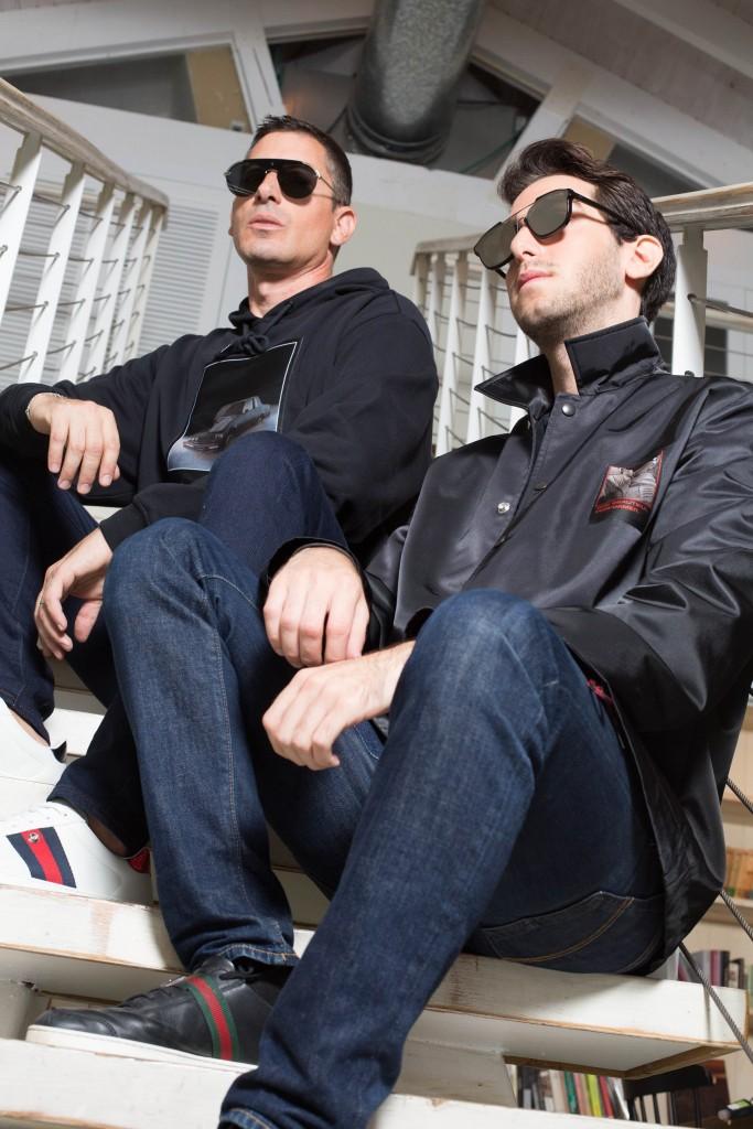 אור עליון Alexander Wang-  For factory 54    ג'ינס: LEVI'S  משקפי שמש: DIOR - EYE SOCIAETY שחר:  עליון: Alexander Wang-  For factory 54 ג'ינס:  UNIQLO   משקפי שמש: DIOR - EYE SOCIAETY