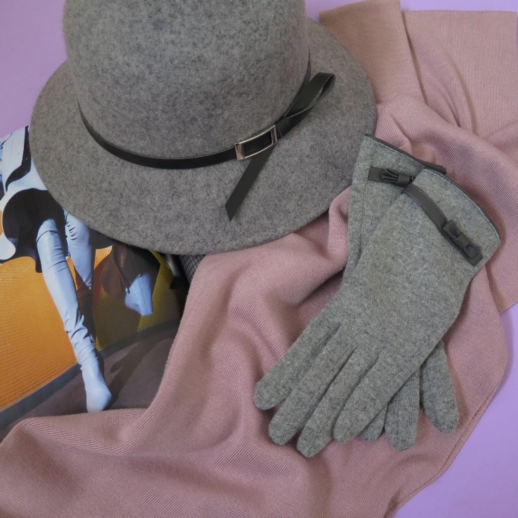 """גולברי / כפפות 79.90ש""""ח / כובע ב 99.90 ש""""ח. צילום: מארק אור"""